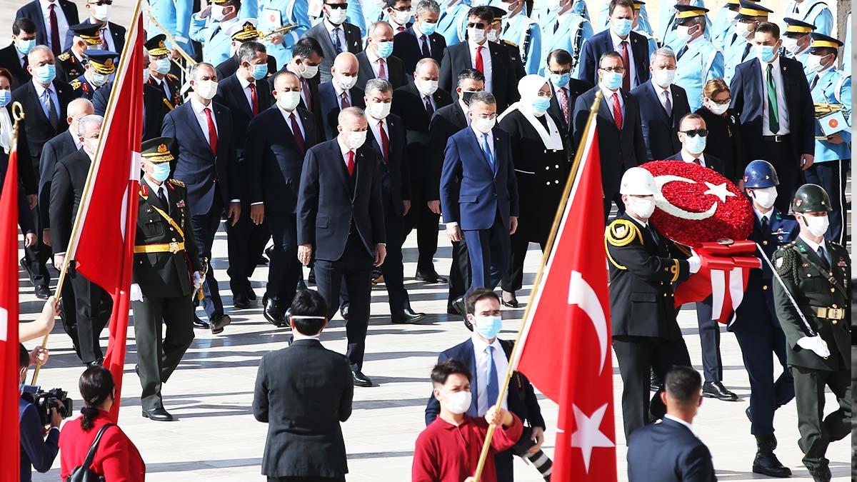Türkiye Cumhuriyet'i 97 yaşına bastı, iktidar-muhalefet Anıtkabir'de buluştu