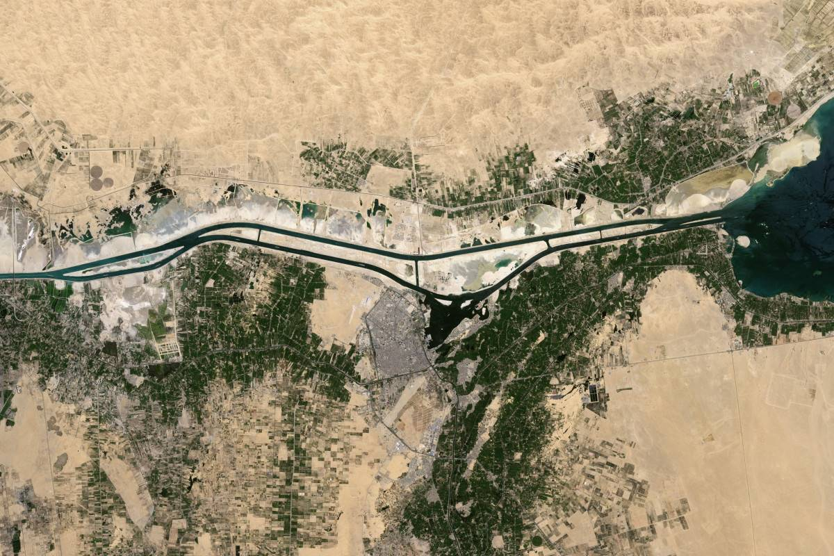 satellite-views-of-the-suez-canal.jpg