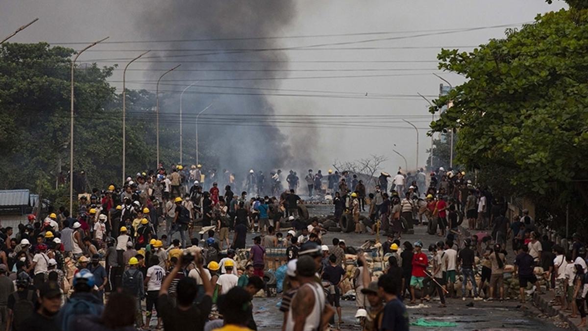myanmarda-protesto.jpg